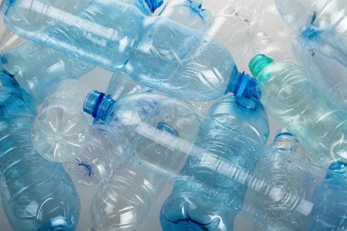 La durée de décomposition d'une bouteille en plastique est de 450 ans.