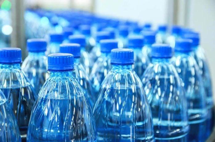 Préparez votre propre eau aux fruits au lieu de l'eau en bouteille.