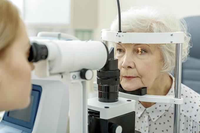 L'examen de la vue devrait être réalisé tous les deux ans.
