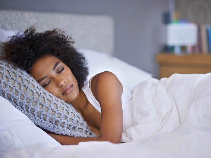 Examen de la vue : enlevez vos lentilles pour dormir.