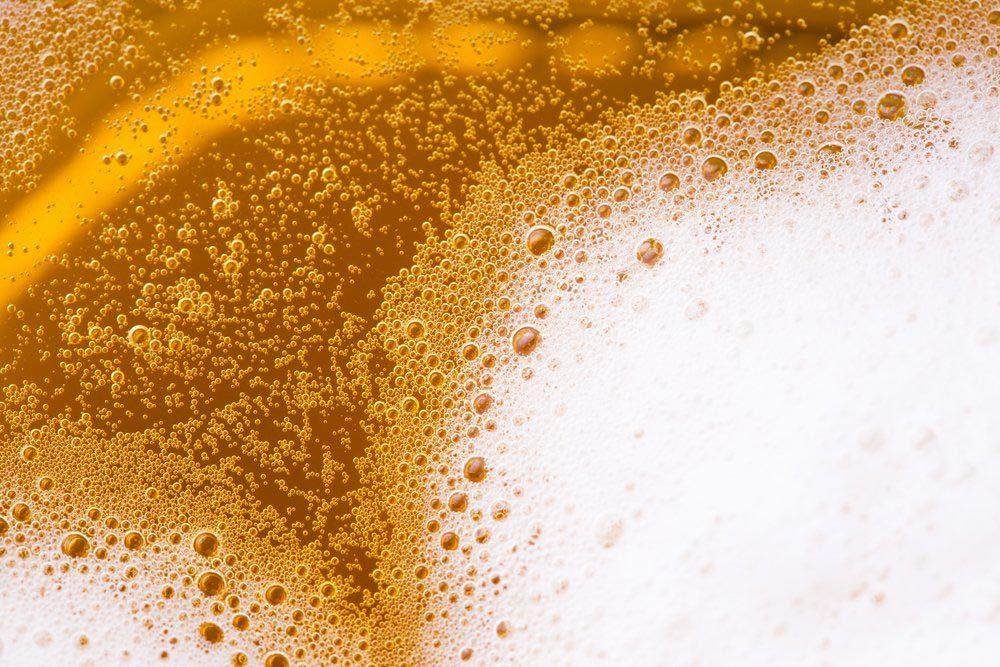 Garde manger : la bière doit être conservée loin de la chaleur et de la lumière.