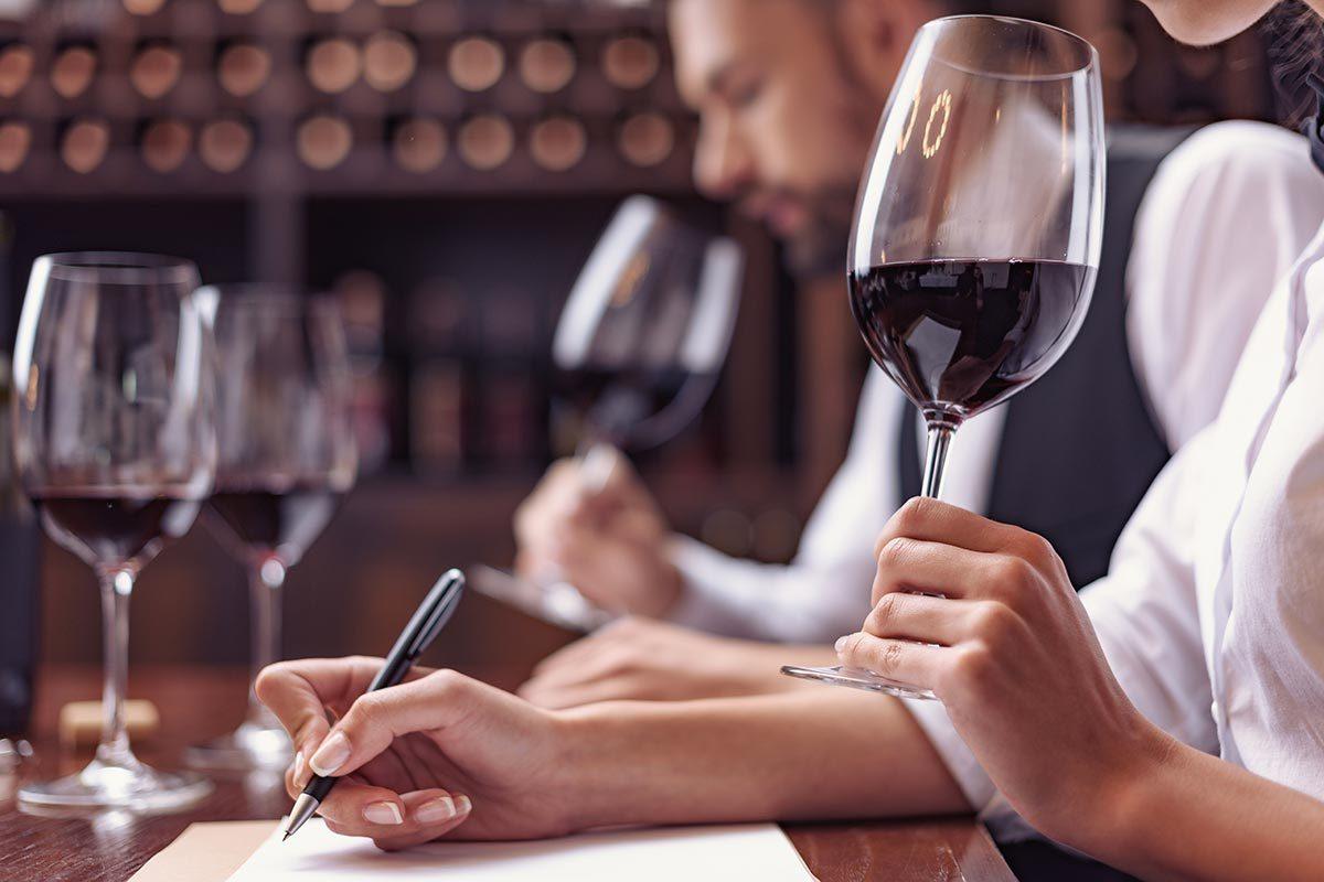 Idée cadeau fête des mères : un cours vins et spiritueux.