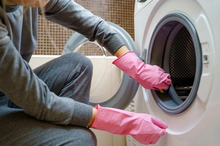 Laveuse et sécheuse : lisez le manuel d'utilisation.