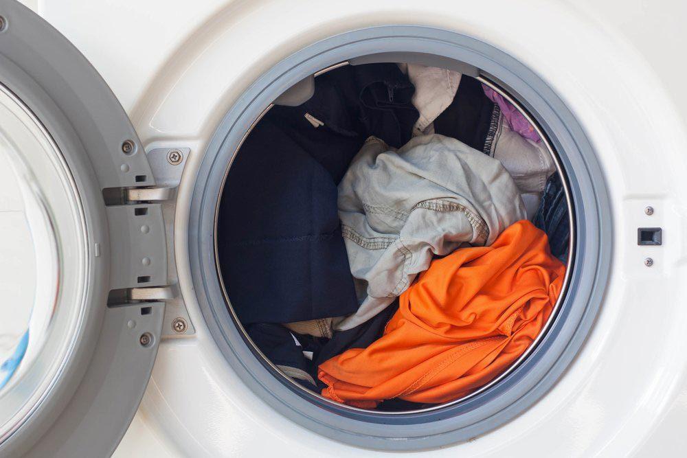 Laveuse et sécheuse : séparez votre linge avant de le laver.