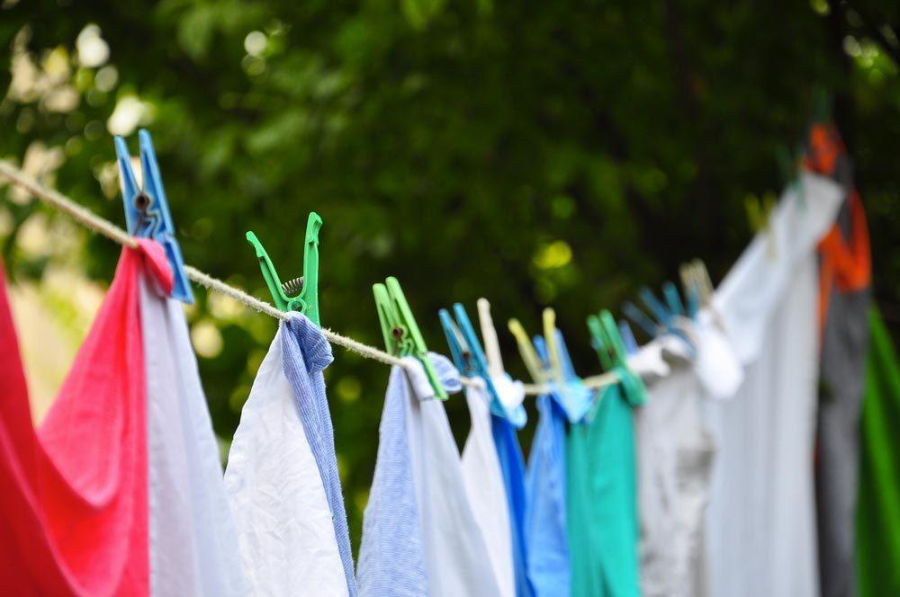 Laveuse et sécheuse : séchez une partie de votre linge à l'air libre.