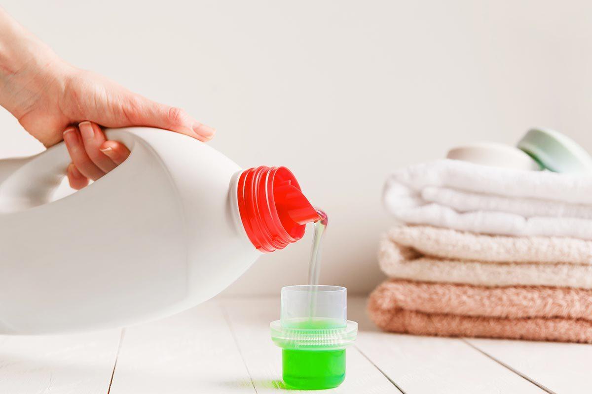 Laveuse et sécheuse : dosez votre détergent avec modération.