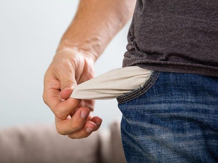 Laveuse et sécheuse : pensez à vider vos poches avant de laver vos vêments.