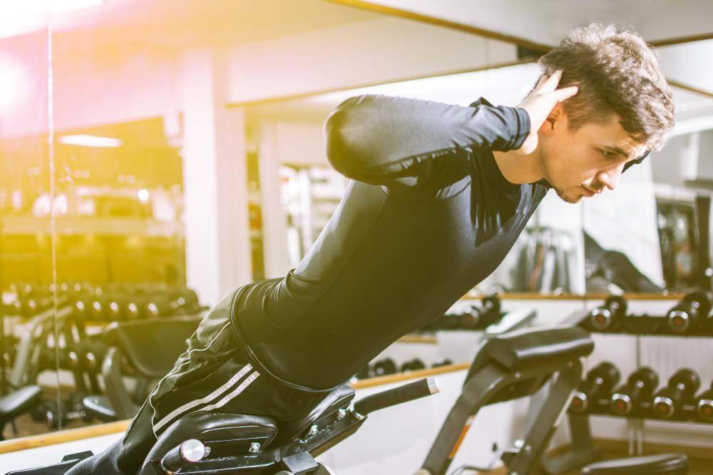 Machines de salle de sport dangereuses : banc pour extension du dos.