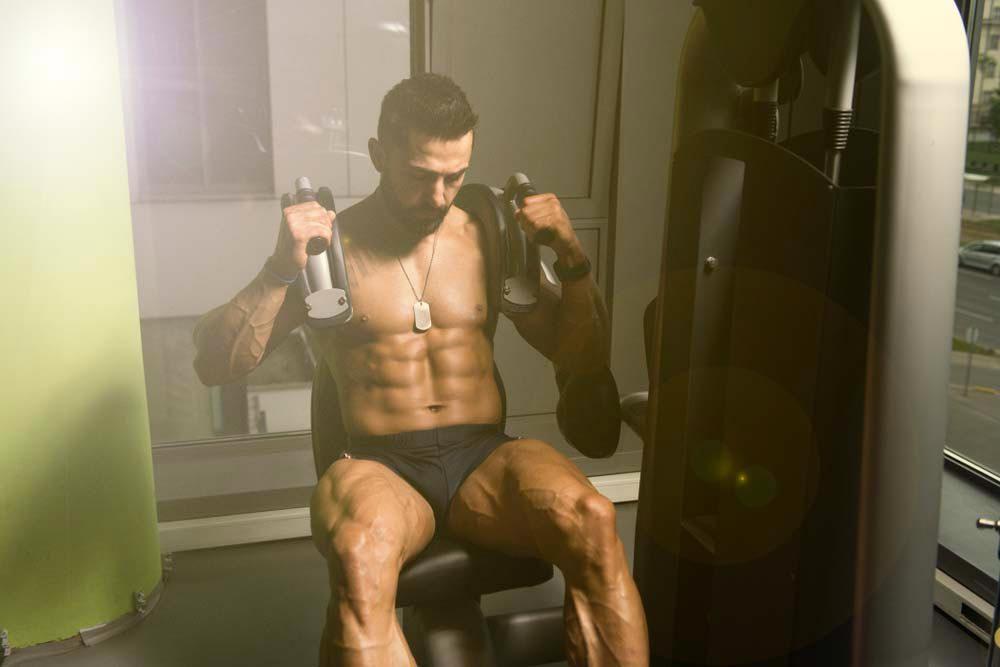 Machines de salle de sport dangereuses : machine pour crunch abdominal.