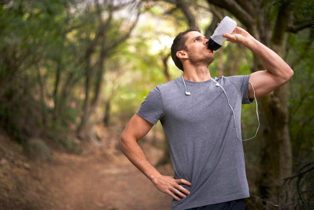 Accélérez votre métabolisme en buvant beaucoup d'eau.