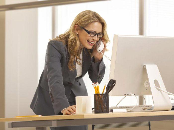 Accélérez votre métabolisme en travaillant debout.