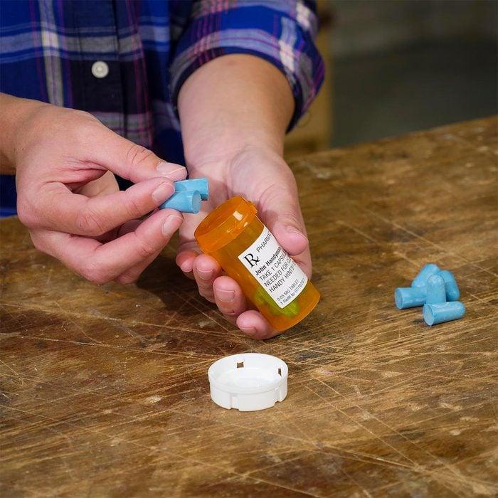 Organiser sa maison : des contenants à médicaments pour les bouchons d'oreille.