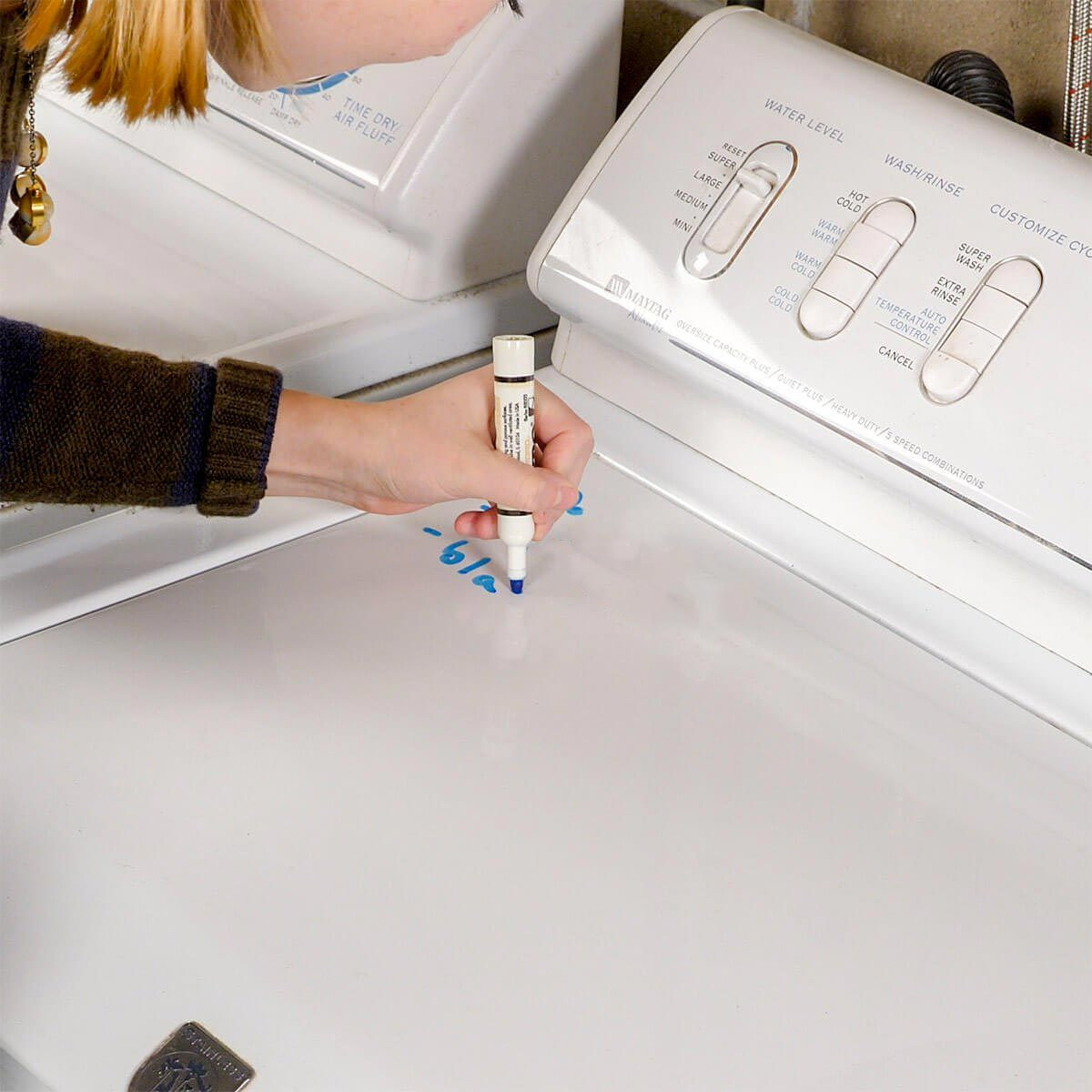 Organiser sa maison : écrivez des notes sur la machine à laver.