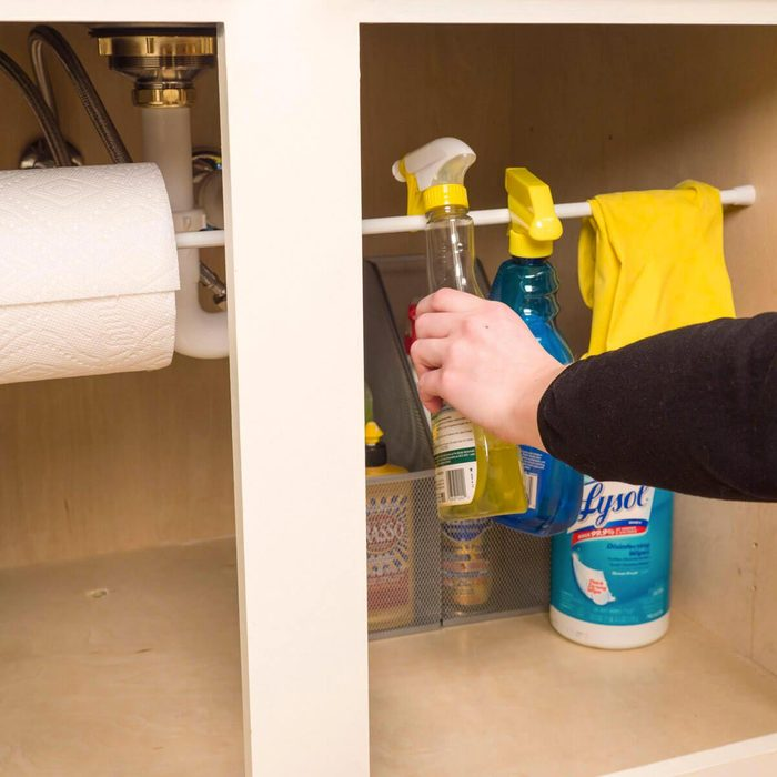 Organiser sa maison : organisez les produits d'entretien.