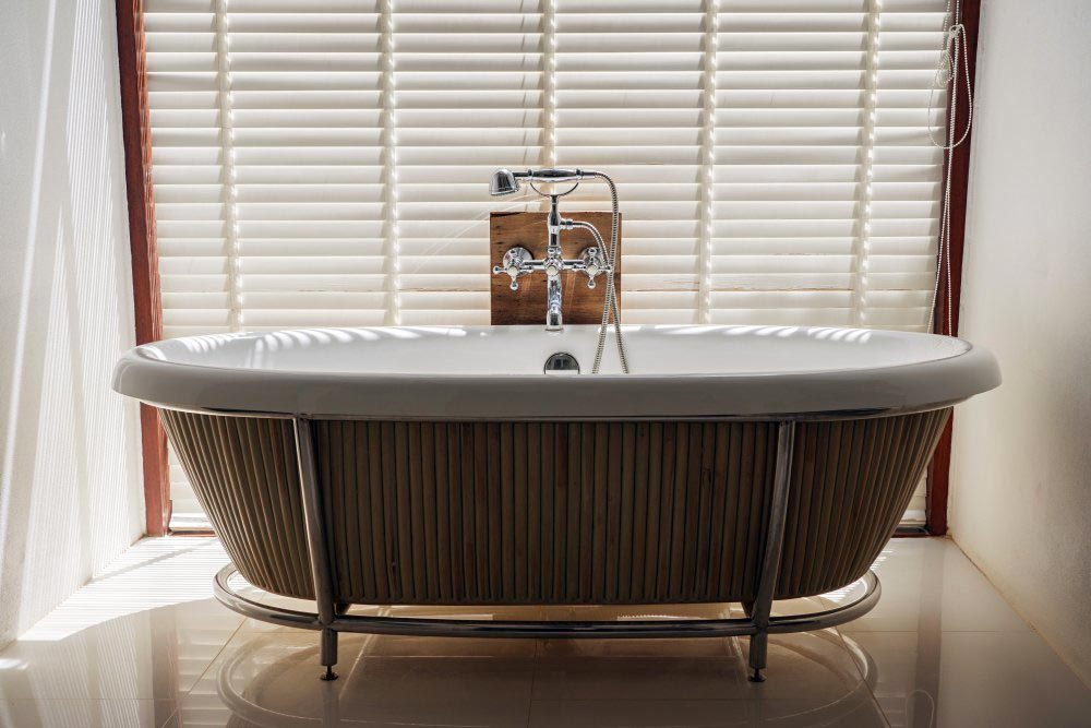 Le papier essuie-tout ne devrait pas être utilisé pour nettoyer la salle de bain.