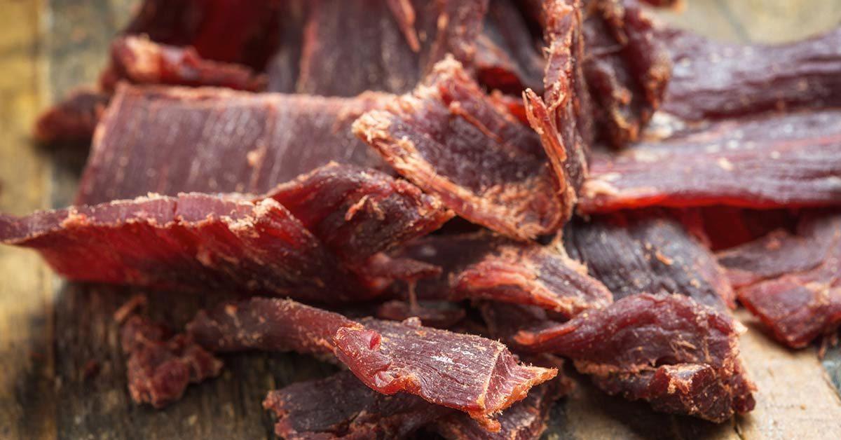 Source de protéines : jerky de bœuf biologique ou nourri à l'herbe.