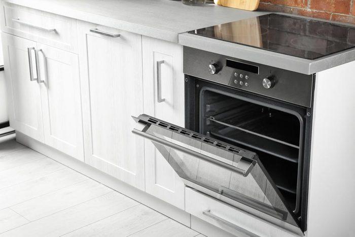 Rénover sa maison : une cuisinière électrique a une durée de vie de 13 à 15 ans.