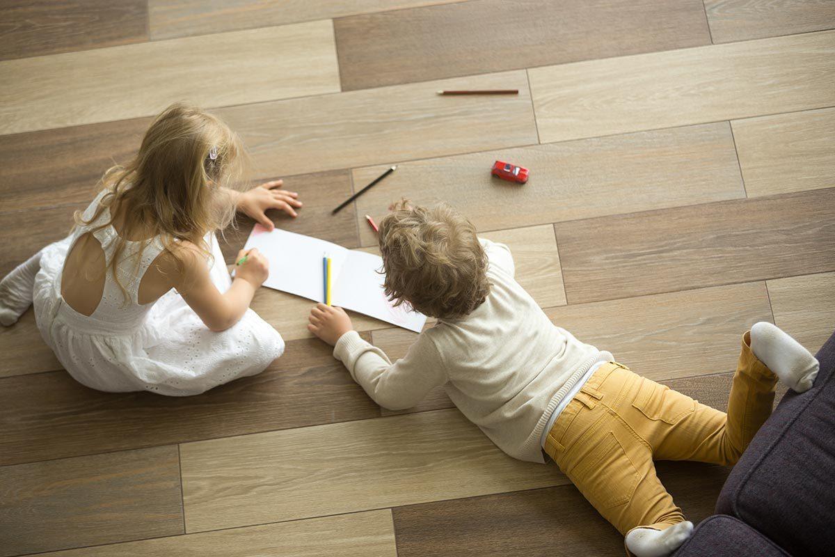 Rénover sa maison : le plancher en bois peut avoir une durée de vie de 100 ans.