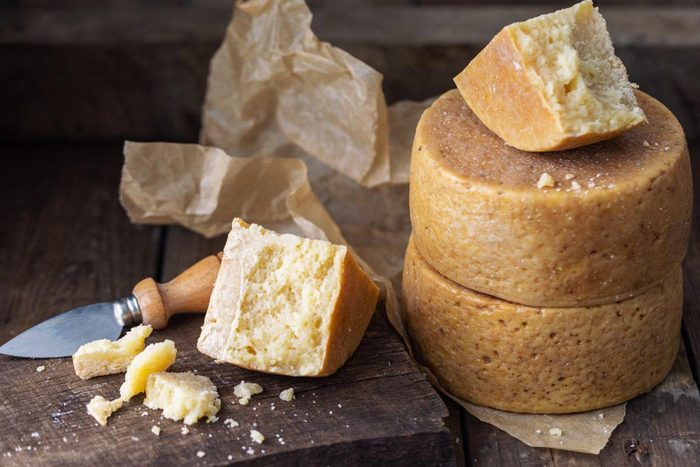 Aliment que l'on croit sans produits laitiers : le fromage végétarien.