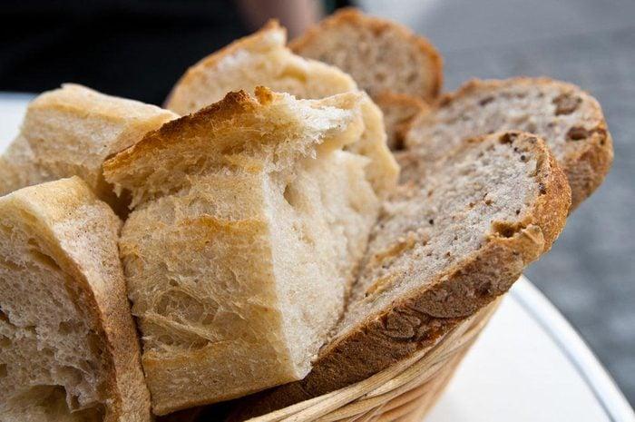 Aliment que l'on croit sans produits laitiers : le pain.