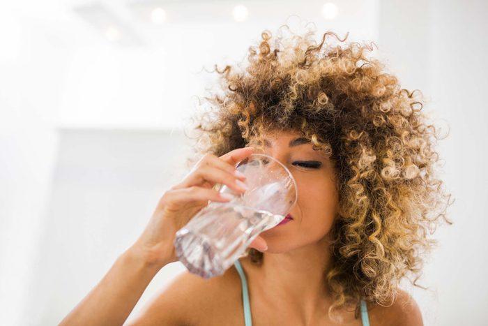 Pour évitez d'avoir soif, buvez beaucoup d'eau.