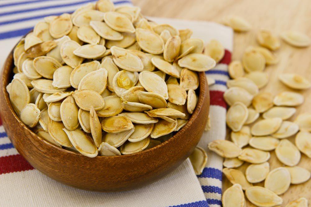 Source de protéines végétales : les graines de citrouille.