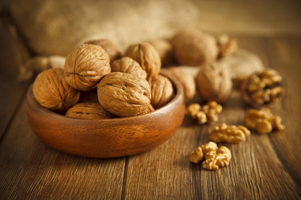Source de protéines végétales : les noix de grenoble.