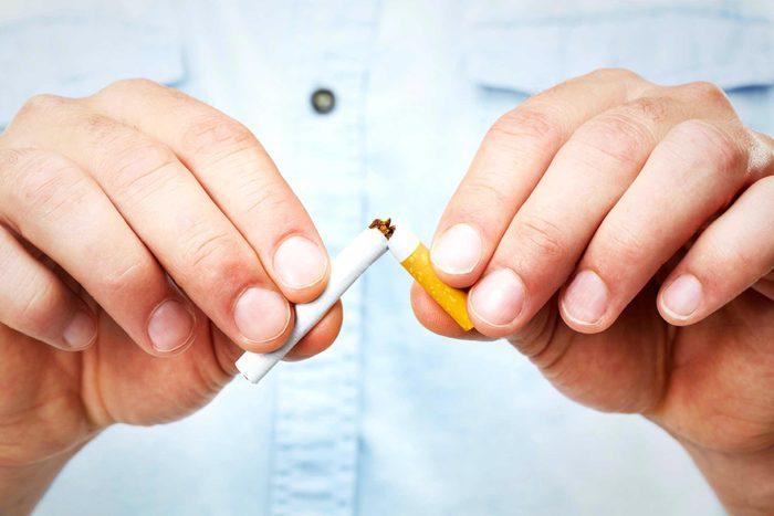 Pour avoir un ventre plat, arrêtez de fumer.