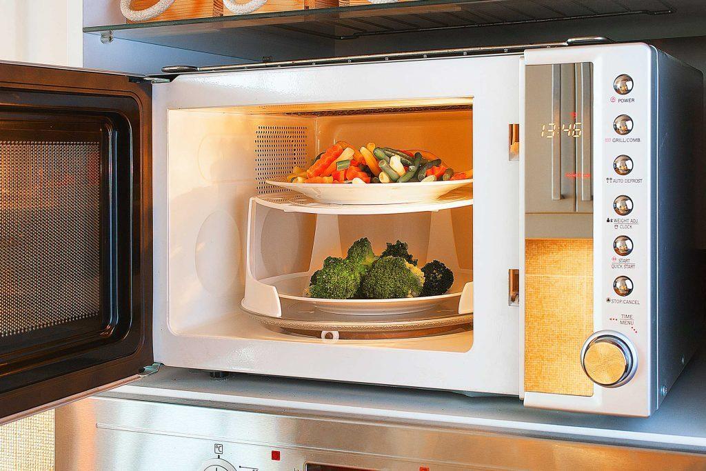 Le microonde est idéal pour cuire les légumes.
