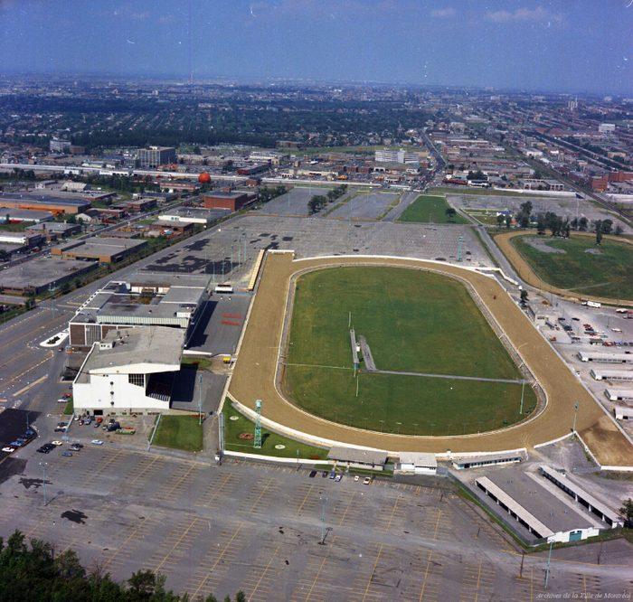 Nostalgiques du Québec d'autrefois: grâce à l'hippodrome Blue Bonnet, aller aux courses de chevaux à Montréal était possible jusqu'en 2009!