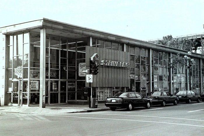 Cette entreprise québécoise fut fondée en 1917 par Ida Steinberg, une immigrante installée à Montréal depuis seulement dix ans.