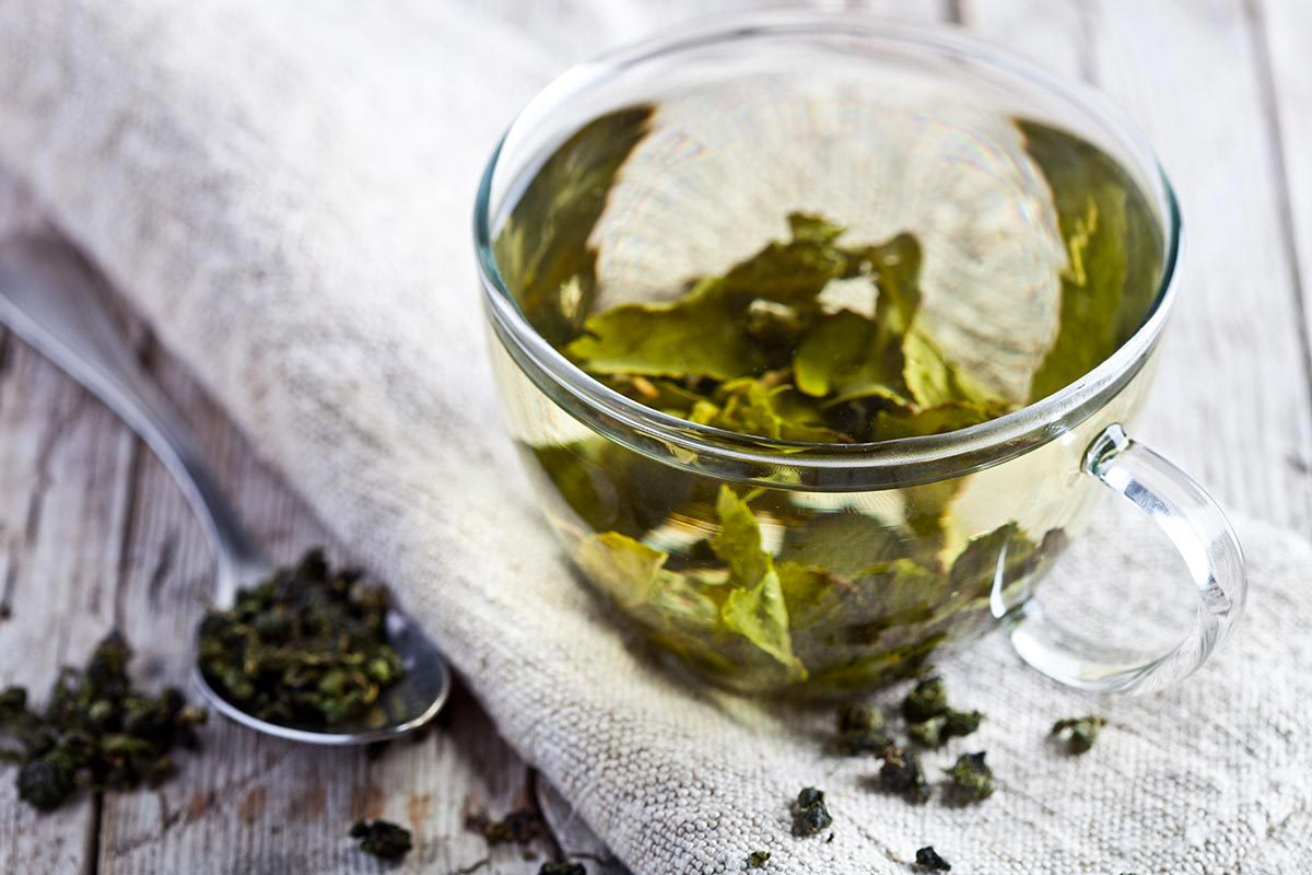 Pour combattre l'acné, nettoyez votre visage avec du thé vert.