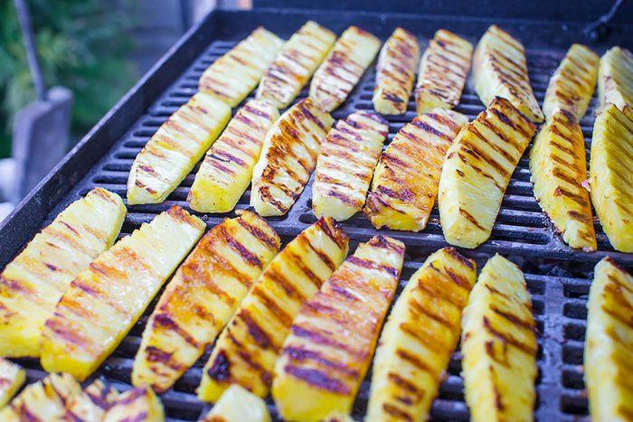 Aliments au barbecue : l'ananas.