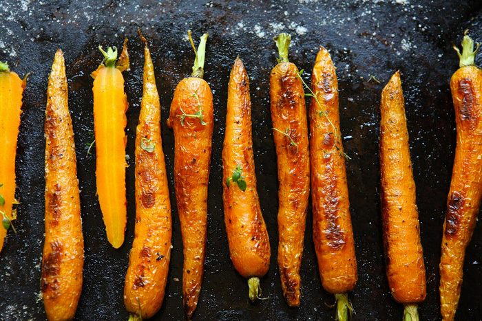 Aliments au barbecue : les carottes.