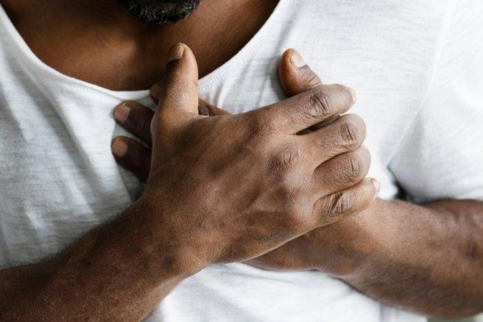 Symptôme d'anémie : vous avez des douleurs dans la poitrine.