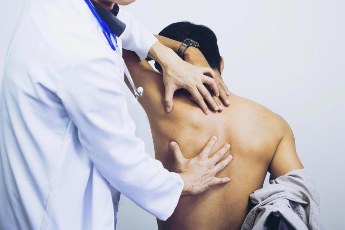 Arthrite : un diagnostic posé à temps peut prévenir des lésions articulaires permanentes.