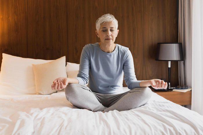 Arthrite : essayez les thérapies du toucher et de la méditation.