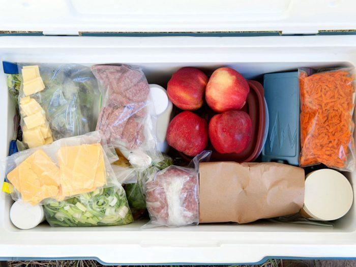 Astuces de cuisine: mettez les aliments à refroidir sur votre galerie.
