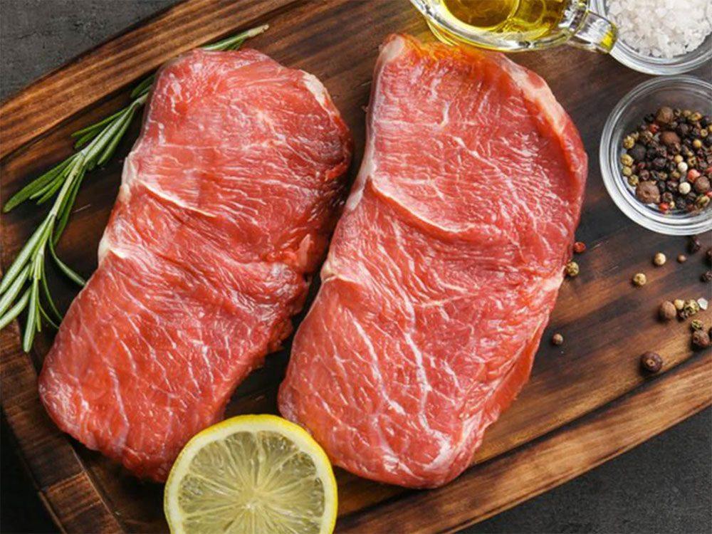 Astuces de cuisine: décongelez la viande au dernier moment.