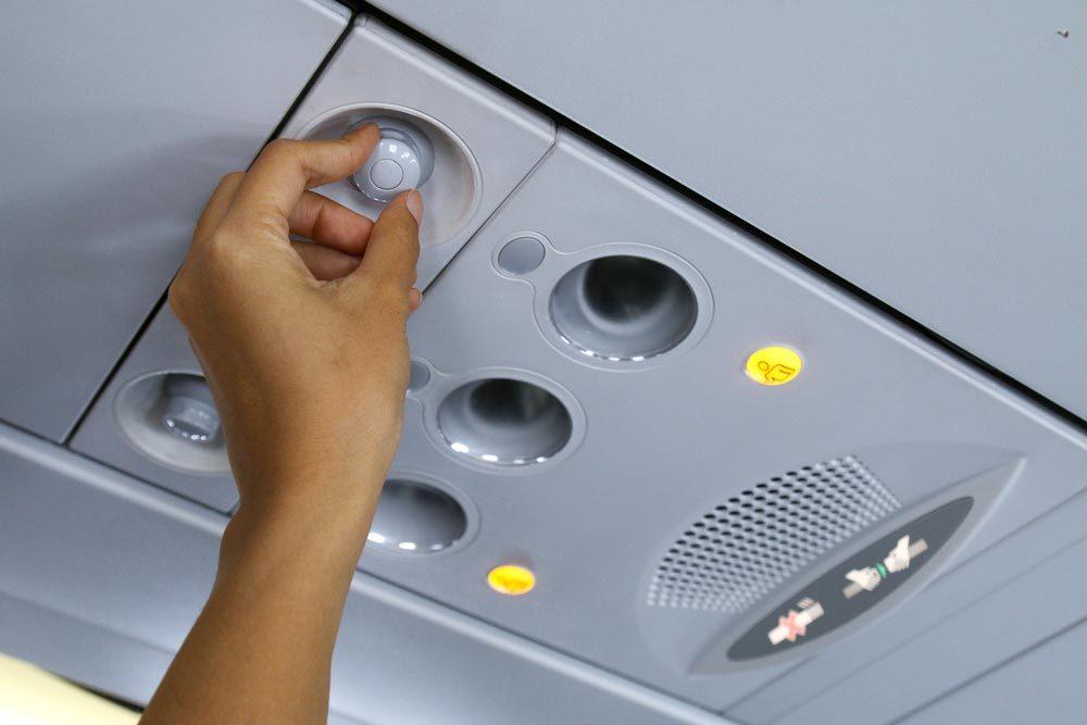 En avion, n'éteignez pas la ventilation au dessus de votre siège.