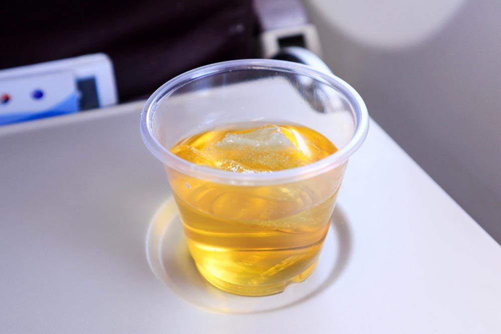 En avion, évitez de prendre des glaçons avec votre boisson.