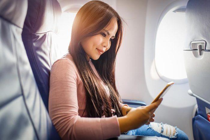 En avion, évitez de rester assis durant tout le vol.