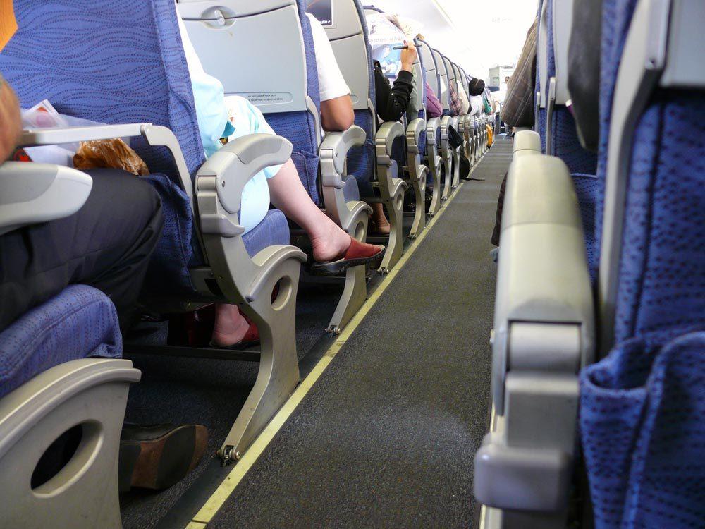 En avion, ne marchez jamais pieds nus.