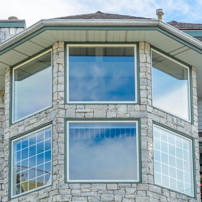 Les cambrioleurs peuvent briser la vitre.