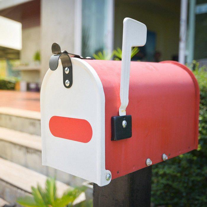 Les cambrioleurs surveillent les boîtes aux lettres.