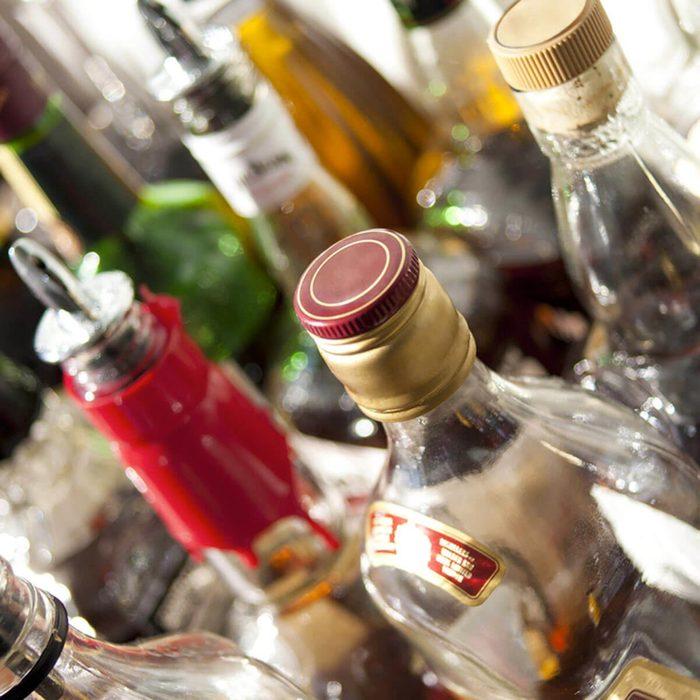 Les cambrioleurs volent même dans le bar.