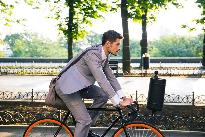 Les cardiologues vont au travail à vélo.