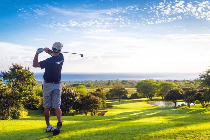Les cardiologues jouent au golf.
