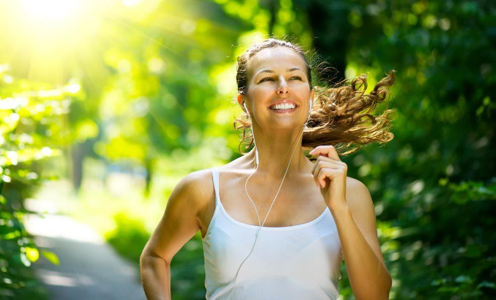Conseils pour commencer à courir : courir met de bonne humeur.