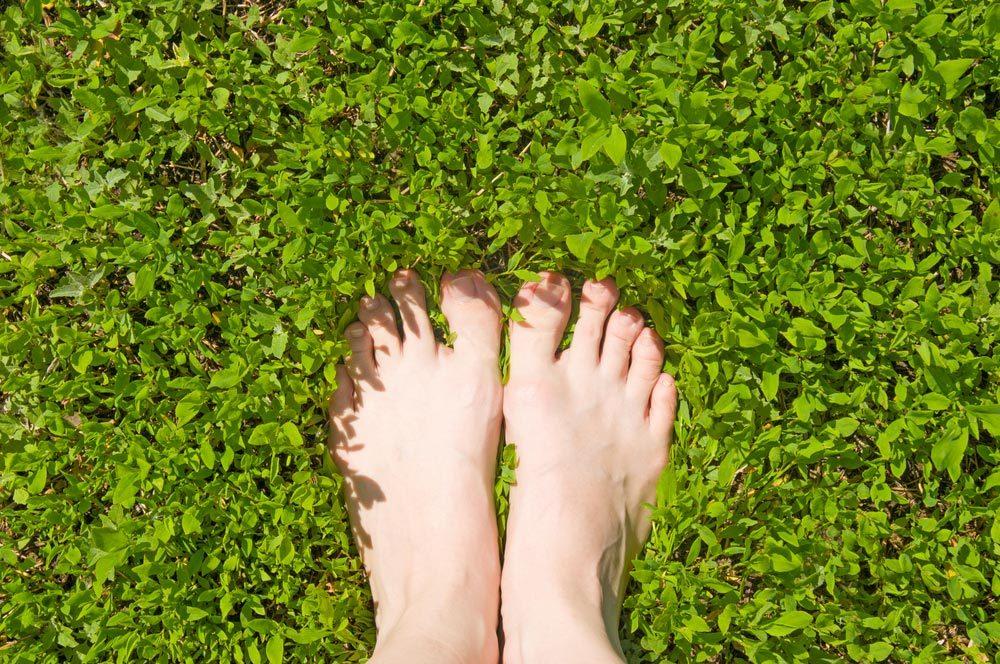 Conseils pour commencer à courir : essayez de courir pieds nus.